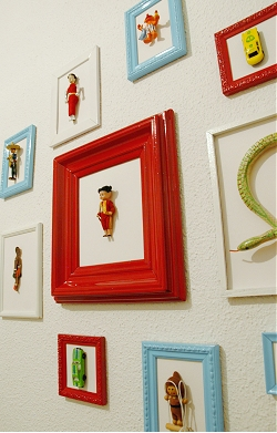 Childrens bedroom decoration idea - vintage toys in frames